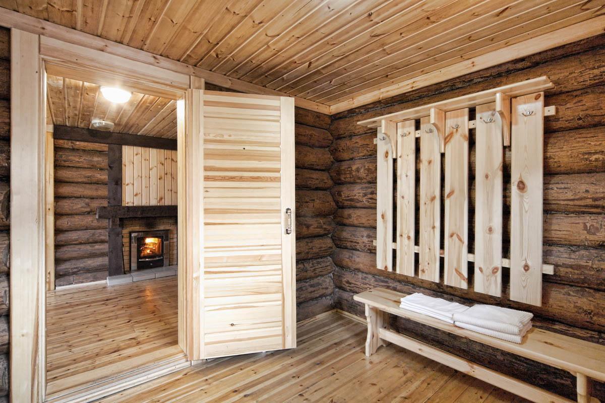 Дверь в бане
